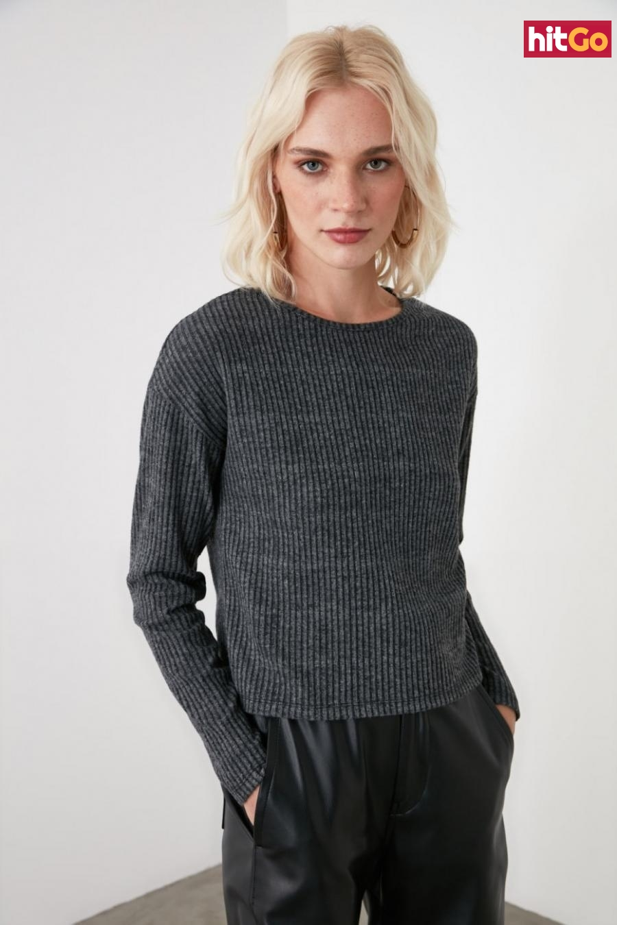 Trendyol Knitted Blouse with Anthracite Button dámské L