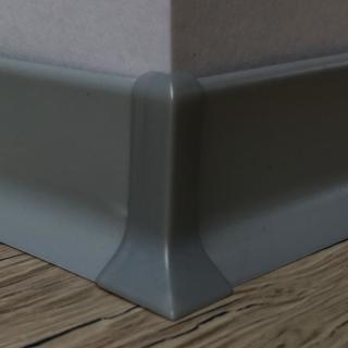 Roh k soklu vnější PVC stříbrošedá, výška 40 mm, SKPVCVNER4ST šedá stříbrošedá