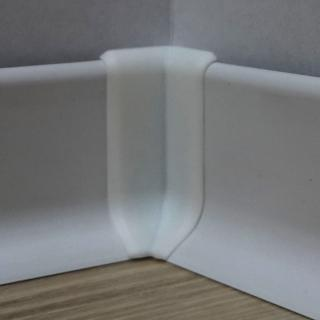 Roh k soklu vnitřní PVC bílá, výška 40 mm, SKPVCVNIR4BI bílá bílá