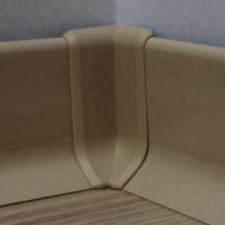 Roh k soklu vnitřní PVC cappuccino, výška 40 mm, SKPVCVNIR4CA béžová cappuccino
