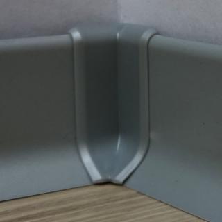 Roh k soklu vnitřní PVC stříbrošedá, výška 40 mm, SKPVCVNIR4ST šedá stříbrošedá