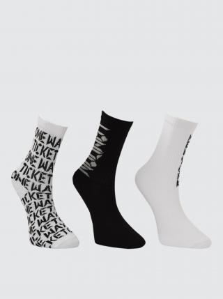 Sada tří párů dámských vzorovaných ponožek v černé a bílé barvě Trendyol dámské bílá ONE SIZE