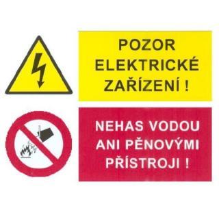 Samolepka pozor elektrické zařízení nehas vodou ani pěnovými zařízeními 75x105mm