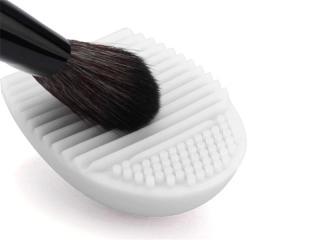 Silikonové vajíčko na čištění štětců Barva: bílá
