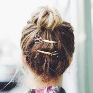 Stylová spona do vlasů - Nůžky Barva: zlatá