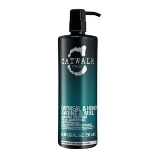 Tigi Vyživující kondicionér na suché a poškozené vlasy Catwalk Oatmeal & Honey  250 ml dámské