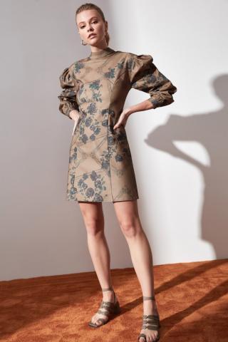 Trendyol Camel Patterned Sheer Neckline Dress dámské 34