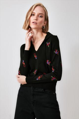 Trendyol Knitwear Sweater with Black Floral Embroidery dámské S