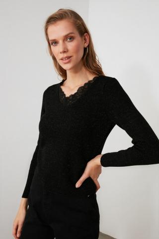 Trendyol Knitwear Sweater with Black Lace Detailing dámské S